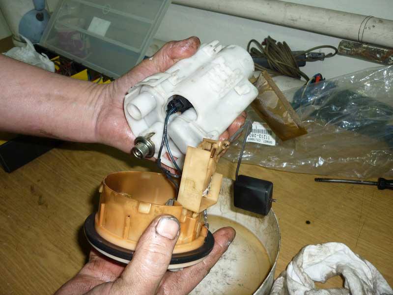 Замена топливного фильтра своими руками 6